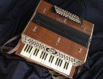antique-piano-accordion-068b.jpg